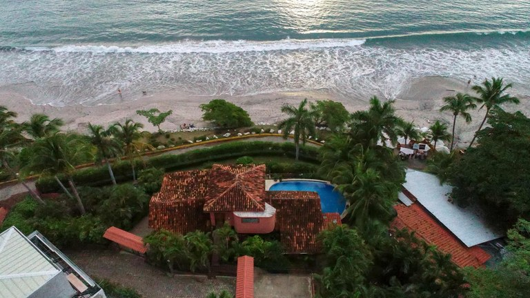 Casa Piedra Beachfront BEST Location $1.980,000