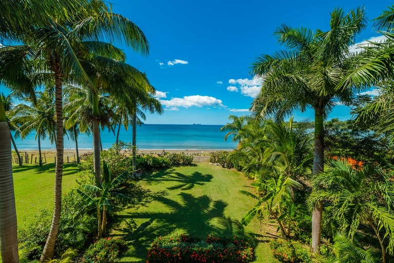 BEACHFRONT Opportunity! $1.199,000USD 7BED HOME.